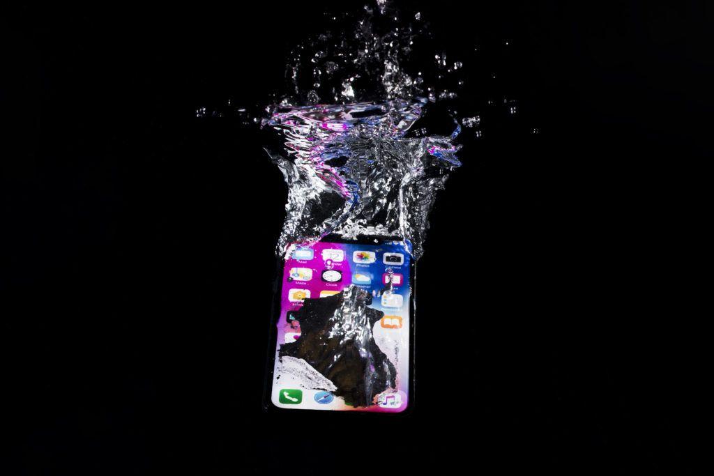 resucitar el móvil de caída al agua